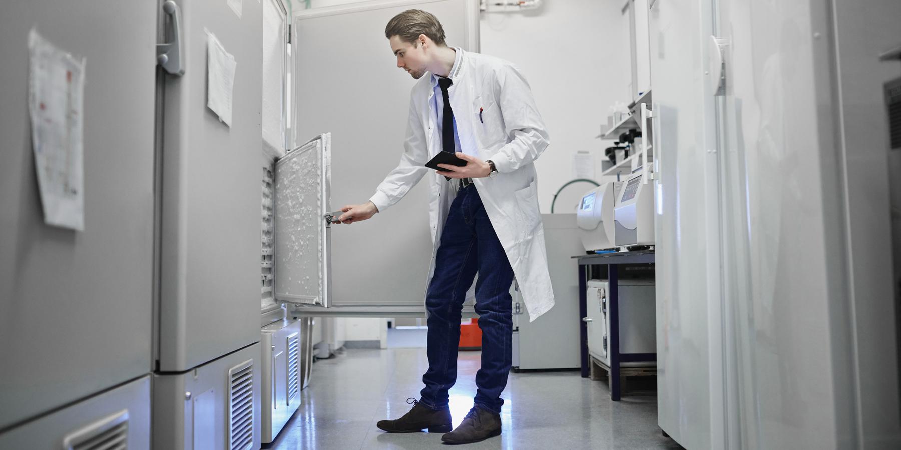 Important Performance Metrics for ULT Freezers and Cell Culture Incubators