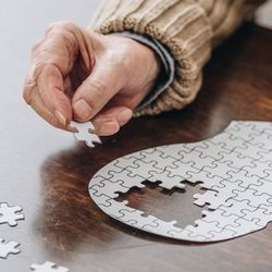 Study Links Cognitive Decline with Both Bone Loss and Fracture Risk